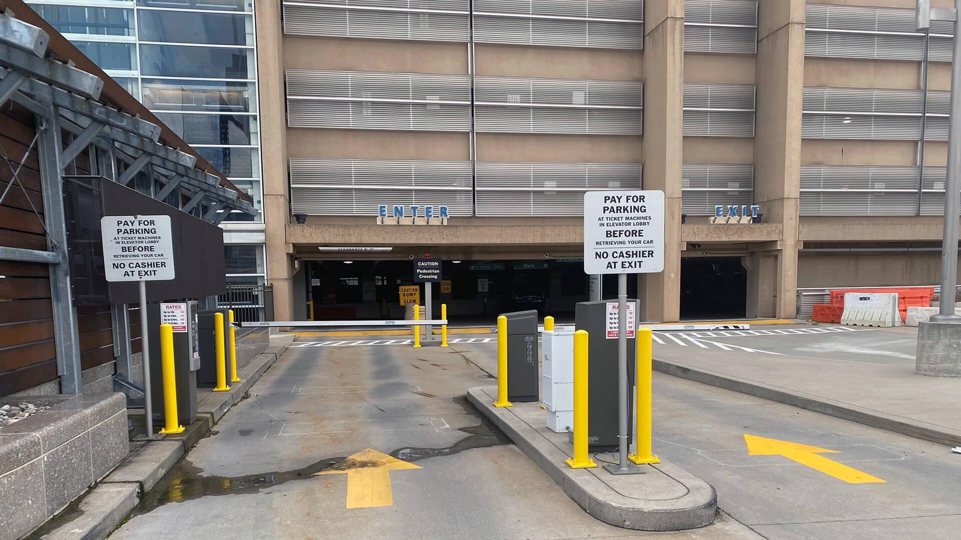 amtrak monthly parking